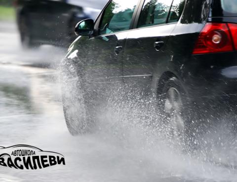 Съвети-при-шофиране-в-дъжд